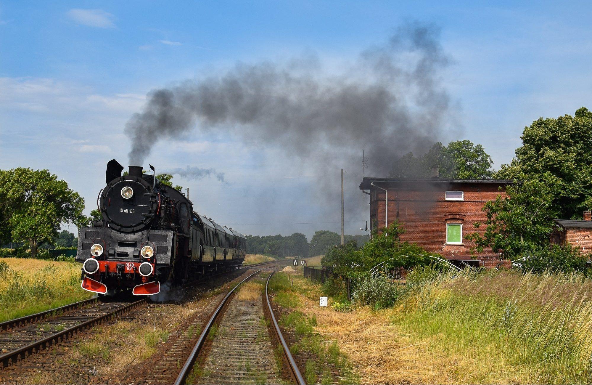 Zabytkowy parowóz w okolicach Wolsztyna (fot. Paweł Stobiński)